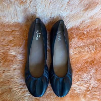 Jonah Wittner Womens  Size 39 Black