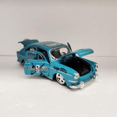 Model 1967 VW Fastback Car scale: 1/24 - Maisto Brand