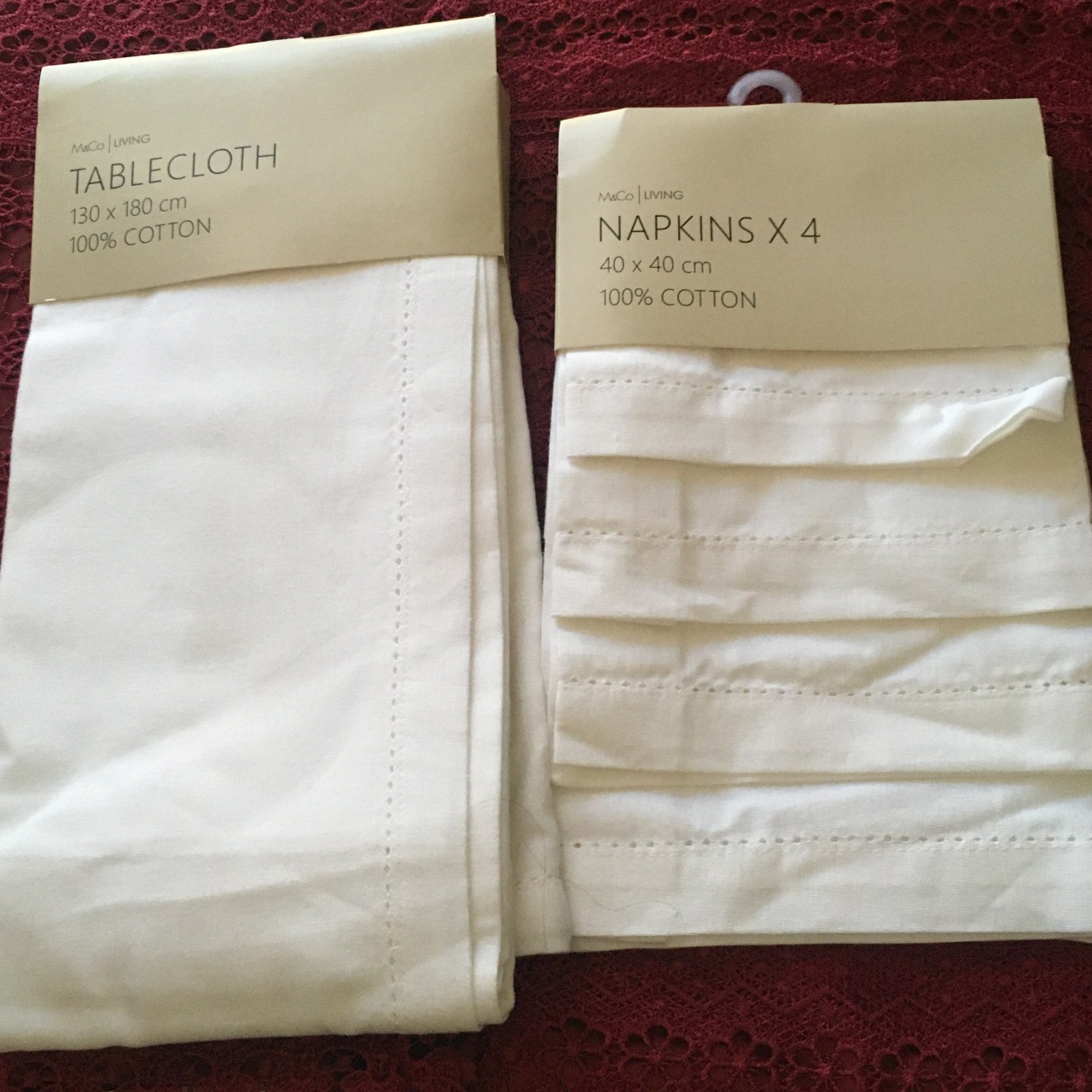 M&Co. Living White Cotton Tablecloth & Set of 4 Napkins Brand New