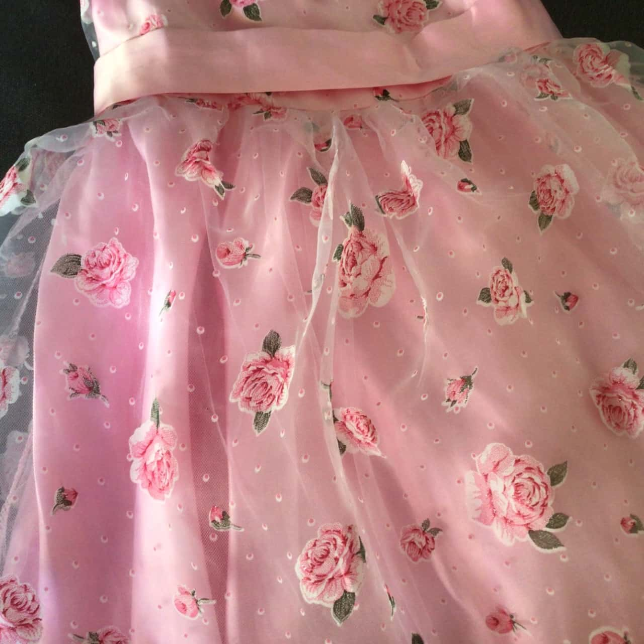 NWOT PRETTY PINK FLORAL PARTY DRESS WITH ROSE BROOCH. TUILLE LAYERS Size 6-8