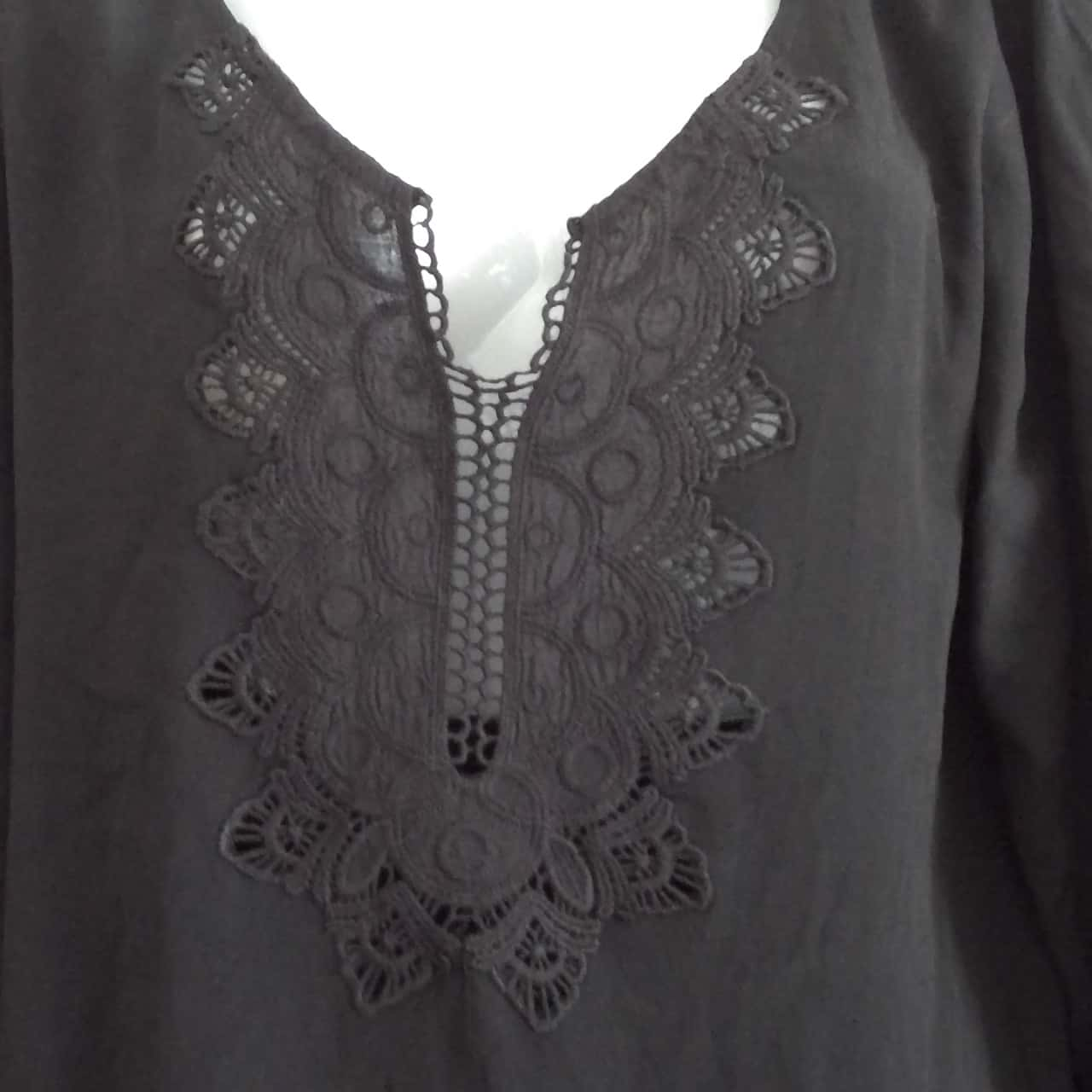 BNWT  Womens  CARTEL &WILLOW LIGHTWEIGHT TOP WITH EMBROIDERED EMBELLISHMENT FRONT Long Sleeve  Black
