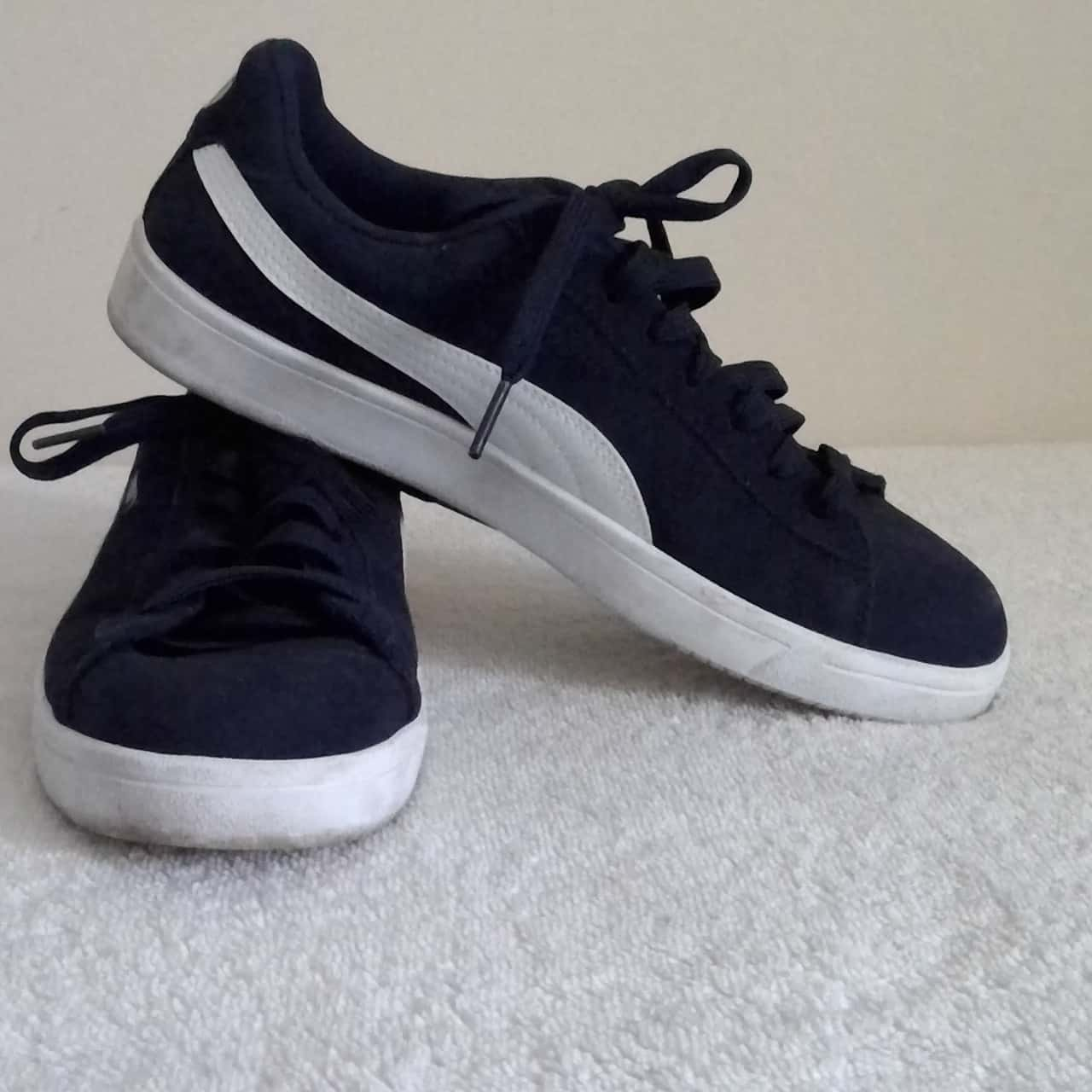 Mens  PUMA CASUAL LACE UPS  Size 7 (Mens) OR Women's Size 9 Blue/White