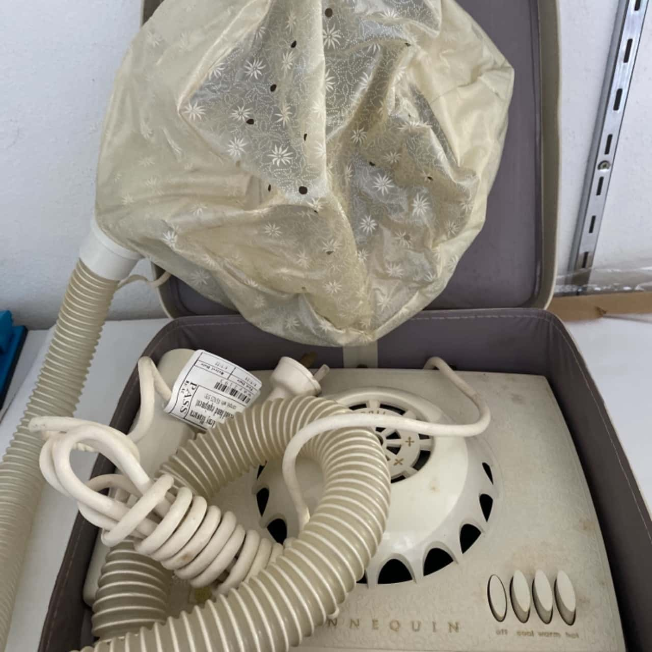 Mannequin AWA hair dryer 1950