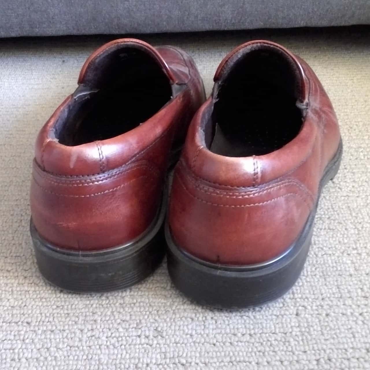 Mens ECCO SLIP ON LEATHER BUSINESS SHOES  Size 9  (Actually labled 43) Brown