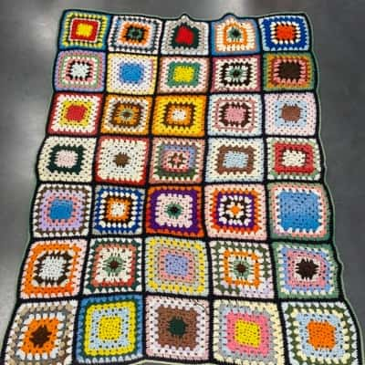 VINTAGE HAND CROTCHETED THROW BLANKET 98 cm x 136 cm multicolours