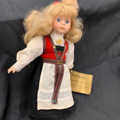 Vintage Norweigean Hardanger Souvenir Produkter Doll