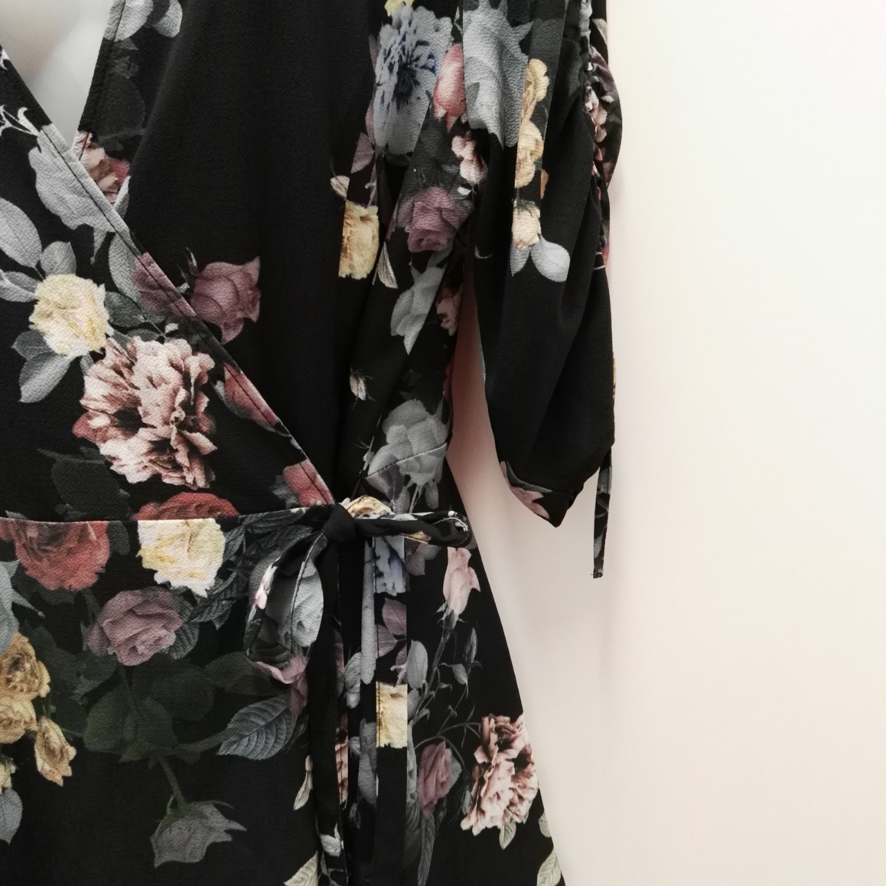 City Chic Womens  Size XS Floral Tops Black /Floral  Mid Length Sleeve