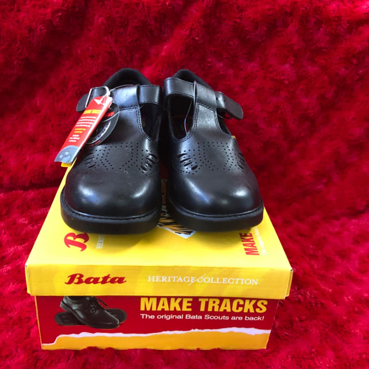 The Original Bata Scouts Kids  Size 13 Shoes Black
