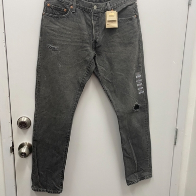 Levis Womens BNWT Size 32 Straight Leg Jeans Button Fly Black Distressed