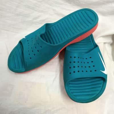 Nike Womens  Size 8 Blue/Pink  Slides