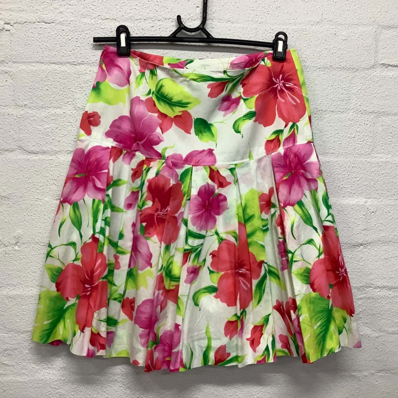 Womens  Size Select Size Pleated Floral