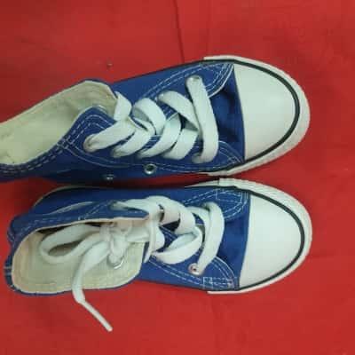 Converse Kids  Size 9 Blue