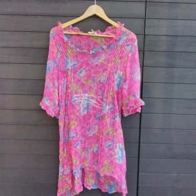 Women's Queen of Everything Pink Floral Top M
