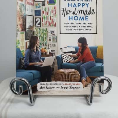 A BEAUTIFUL MESS - HAPPY HANDMADE HOME - PAINTING,CRAFTING & DECORATING A CHEERFUL, MORE INSPIRING SPACE. BY ELSIE LARSON &  EMMA CHAPMAN.