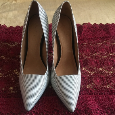 Witchery Womens High Heel Shoes Size 40 Black /White - Used as New