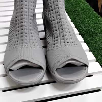 Womens  Size 8 Grey Skechers Shoes