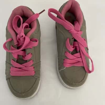 Kids  Size 1 skater shoes