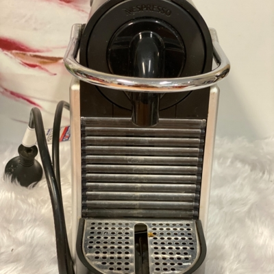 Nespresso coffee Mashine by Delonghi