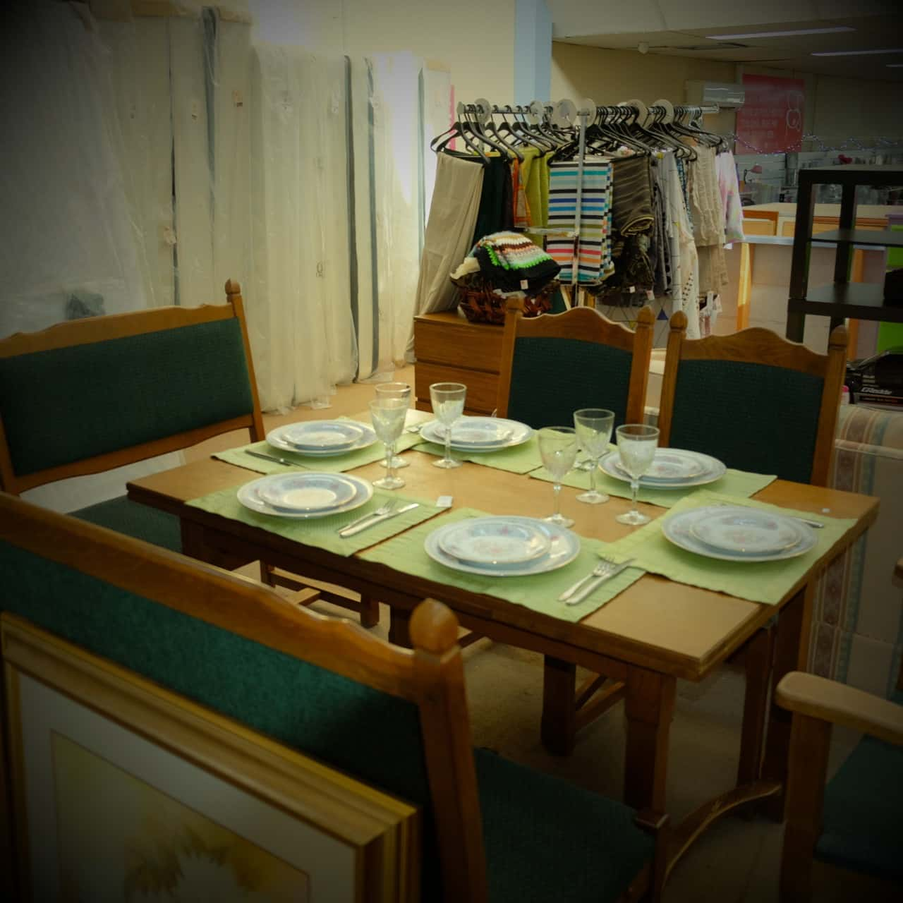 Unique Dining Table, Chairs and Bench *Pick Up Boronia Salvos Only*