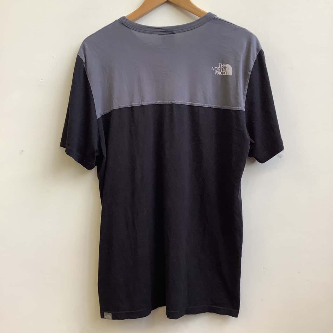 The North Face Size L Mens Two Tone Black /Grey T-Shirt