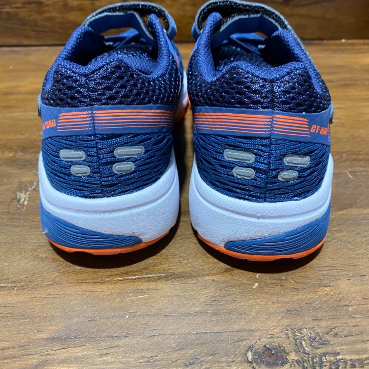 NEW WITHOUT TAGS KIDS ASICS SHOES Size 13  (US Size 1 EUR Size 32.5)