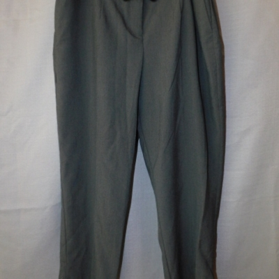 Target Ladies Grey Skinny Crop Pants with  Front Pockets and Patent Belt Size 14 NWT RRP $59