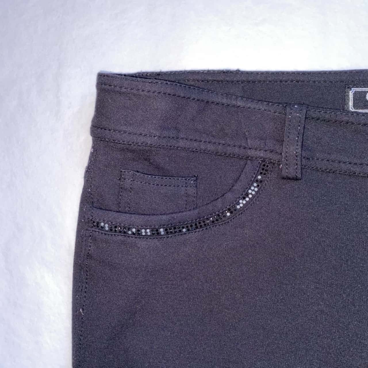 ** REDUCED ** Guess Women's Size 28 Black Stretch Jeans