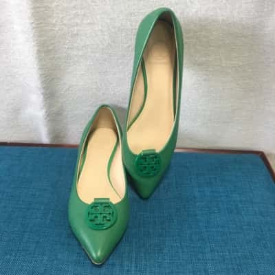 Reduced!! Tory Burch Womens Flats Size 6 Green