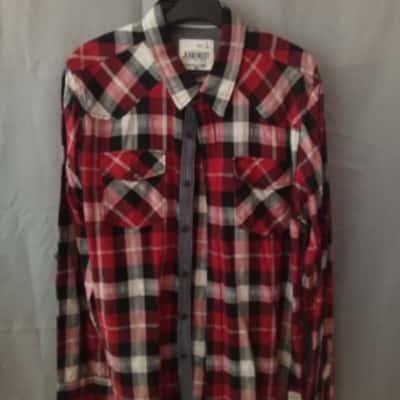 Jeans West Mens Red/Black Check Shirt Size L UAN