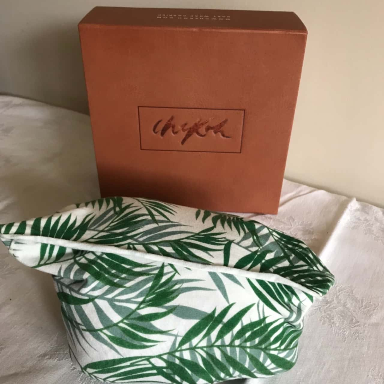 Boxed Checkoh Stretchy Baby  Wrap Carrier Green/White RRP $99