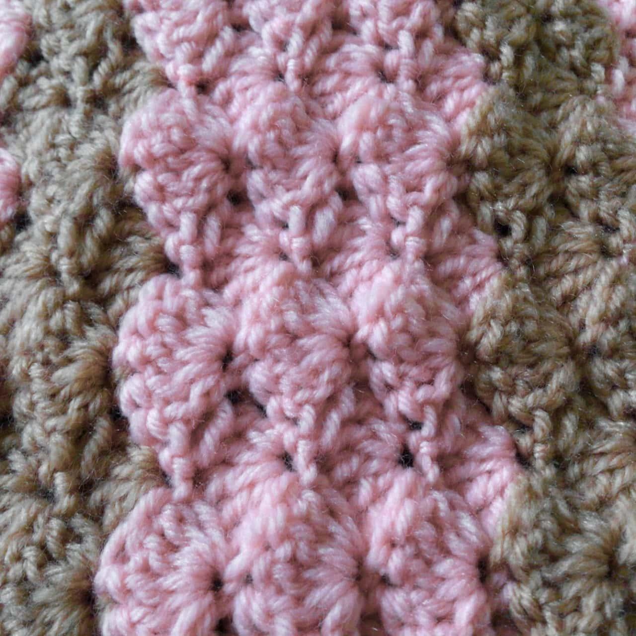 VINTAGE CROTCHED LAP / COT BLANKET Pink / Brown 60 cm x 102 cm