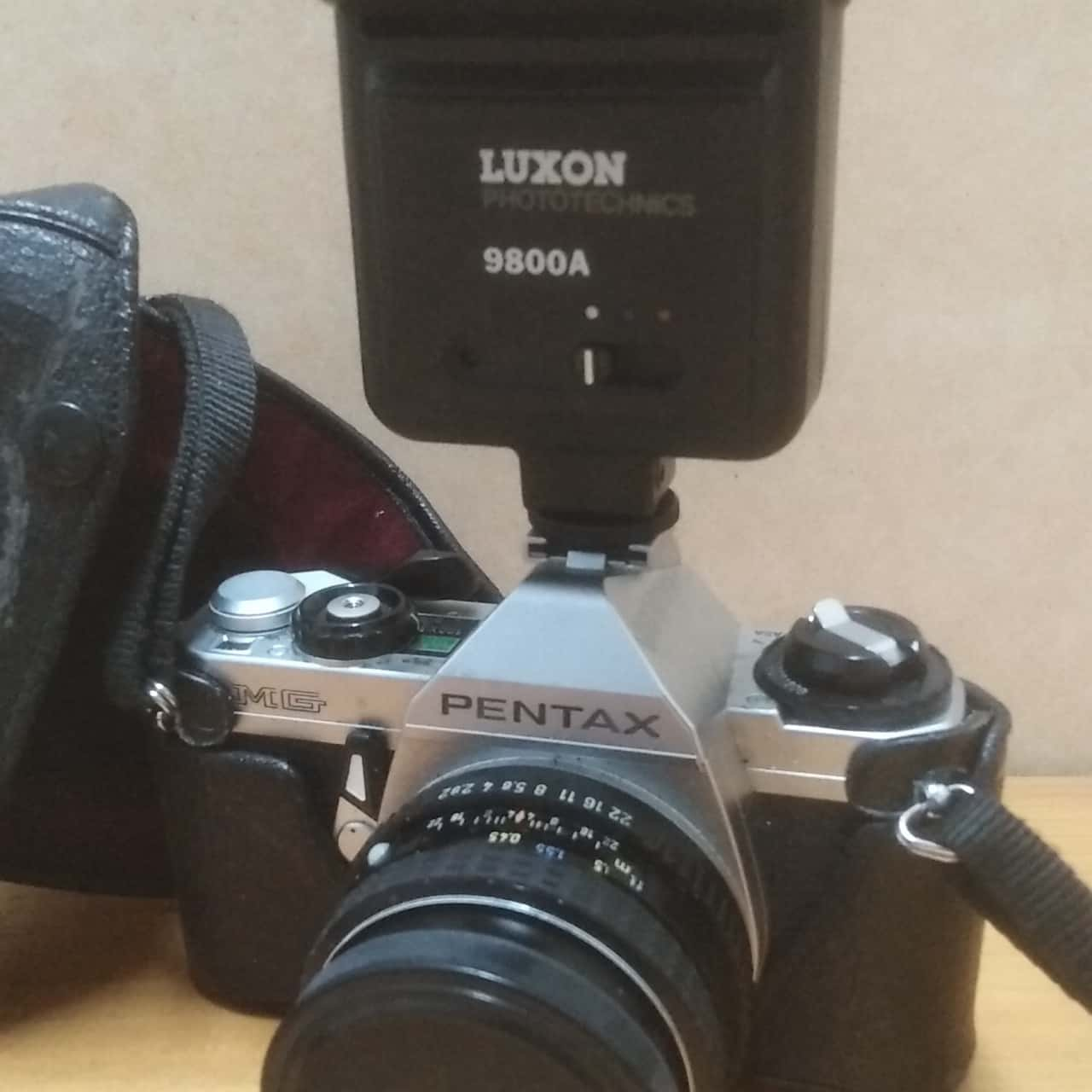 Camera PENTAX SLR  with LUXON LENS and ASAHI PENTAX LENS with Case. Untested