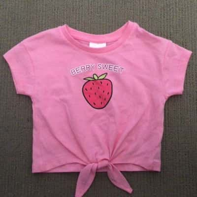 BNWT Toddler Girls K-D STRAWBERRY PRINT T SHIRT  Size 1 Pink RRP $7