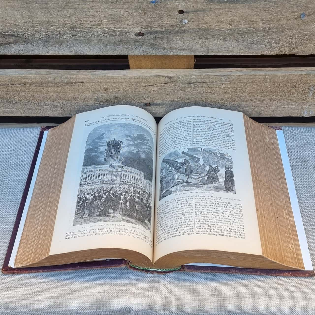 *REDUCED* Pictorial History Of The World Book