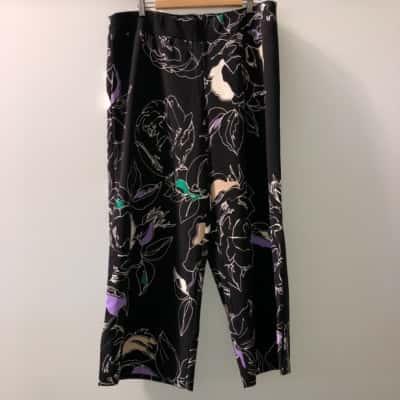 Taking Shape Womens  Size 18 Wide Leg 3/4 Pants Black /Floral