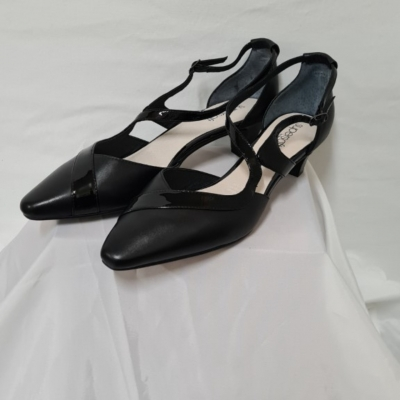 Supersoft Womens  Size 10 Black