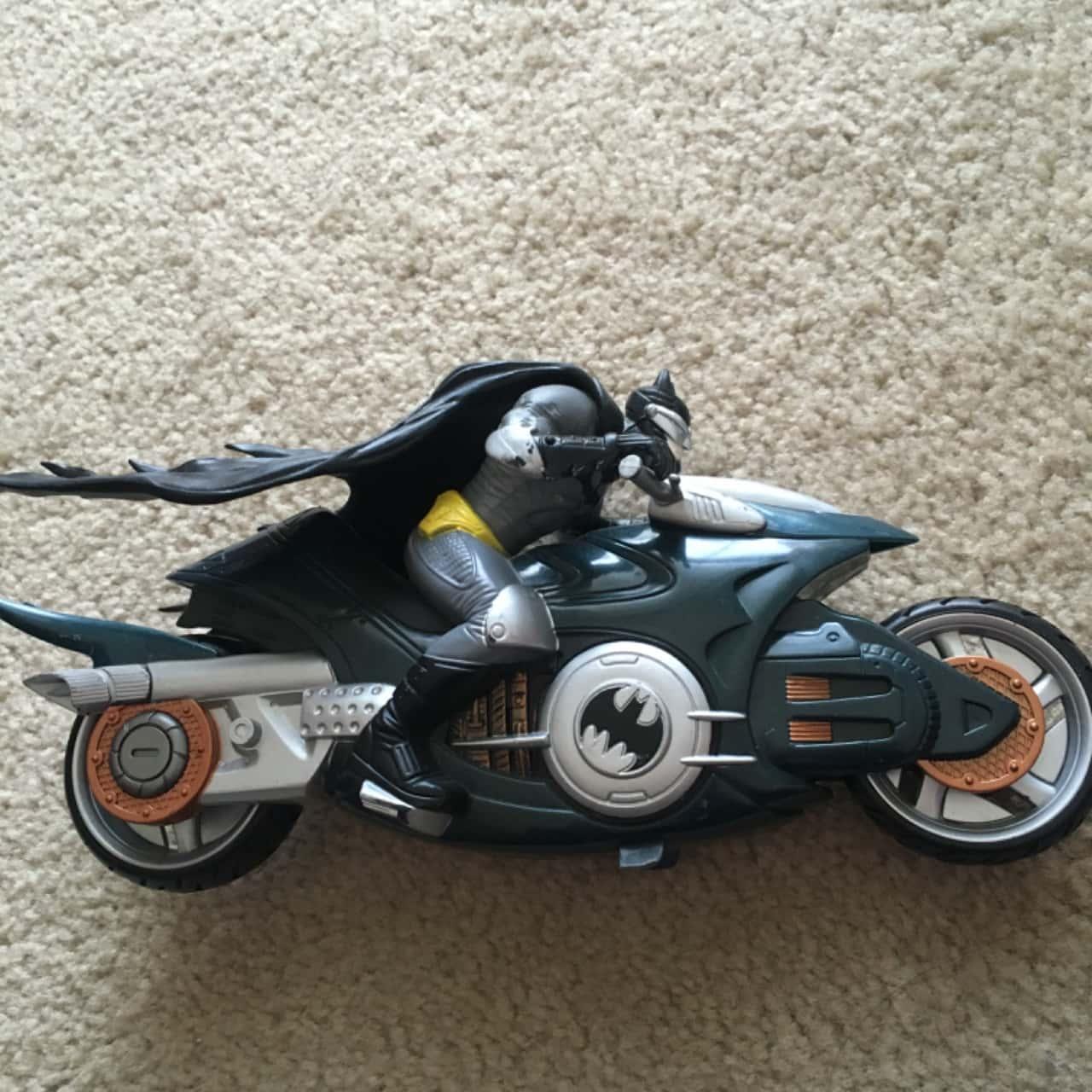 Batman Bat-Bike Figurine - Toy