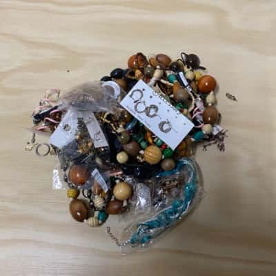 890grm Bag of Mixed Costume Jewellery/Beads