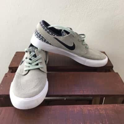 Nike Men's size 9 shoe