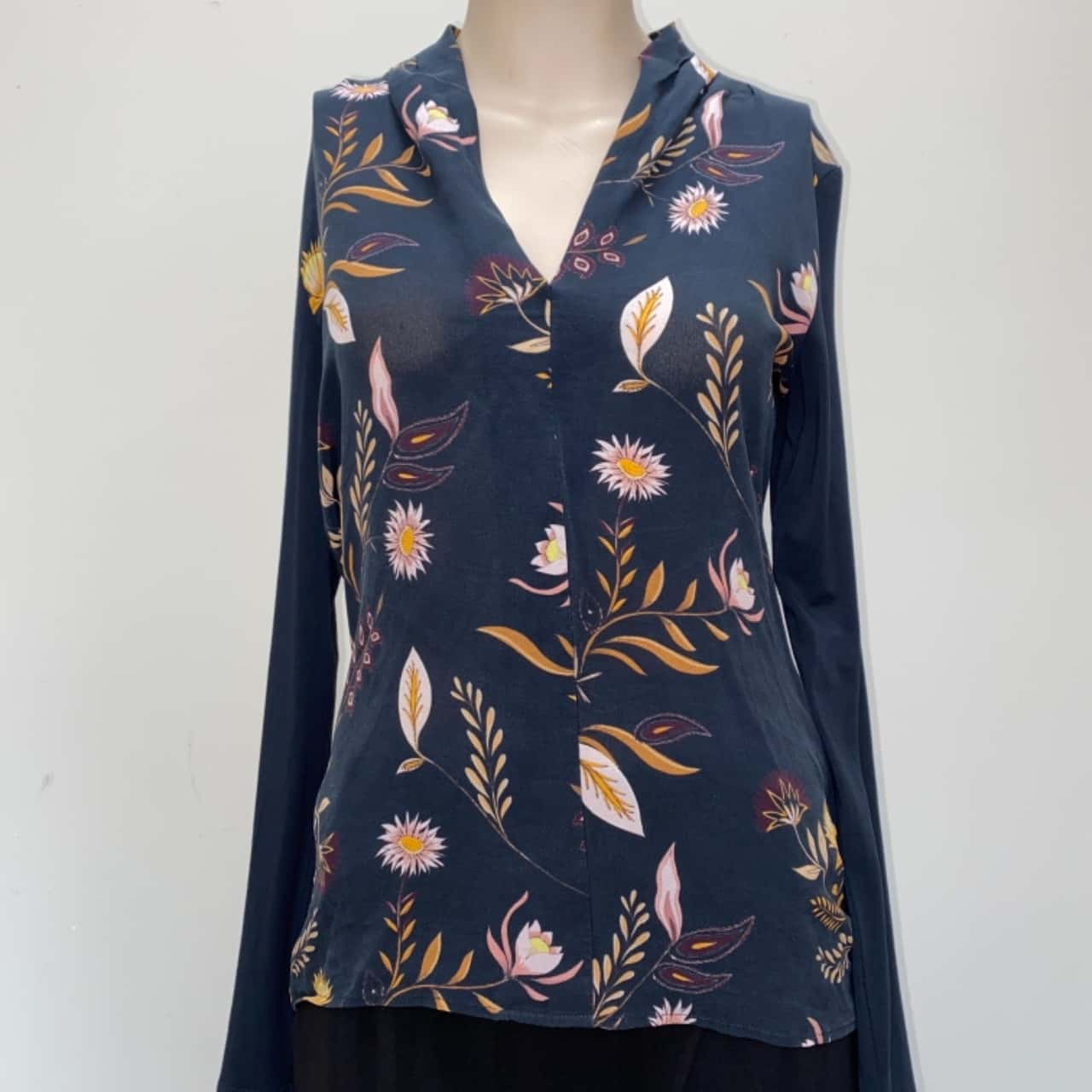 ** REDUCED ** David Lawrence Women's Size S Black Floral Long Sleeve Top