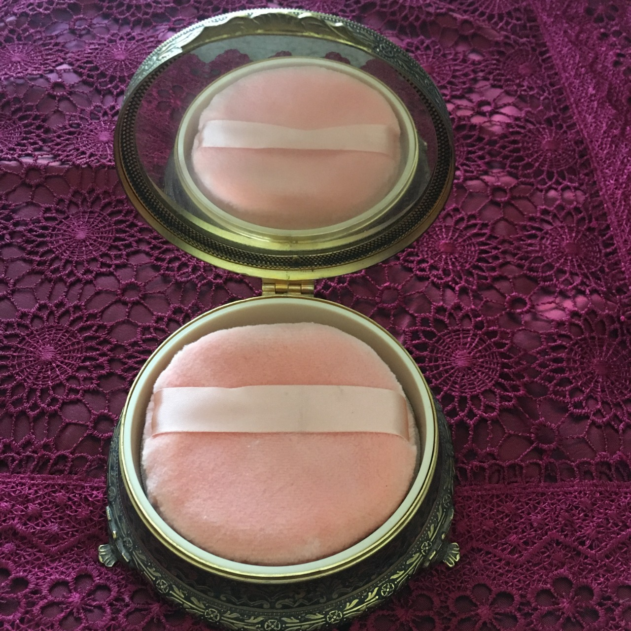 Vintage Floral Compact Powder Mirror with Puff