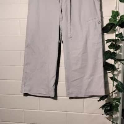 Kathmandu Womens  Size 8 Beige 3/4 Pants