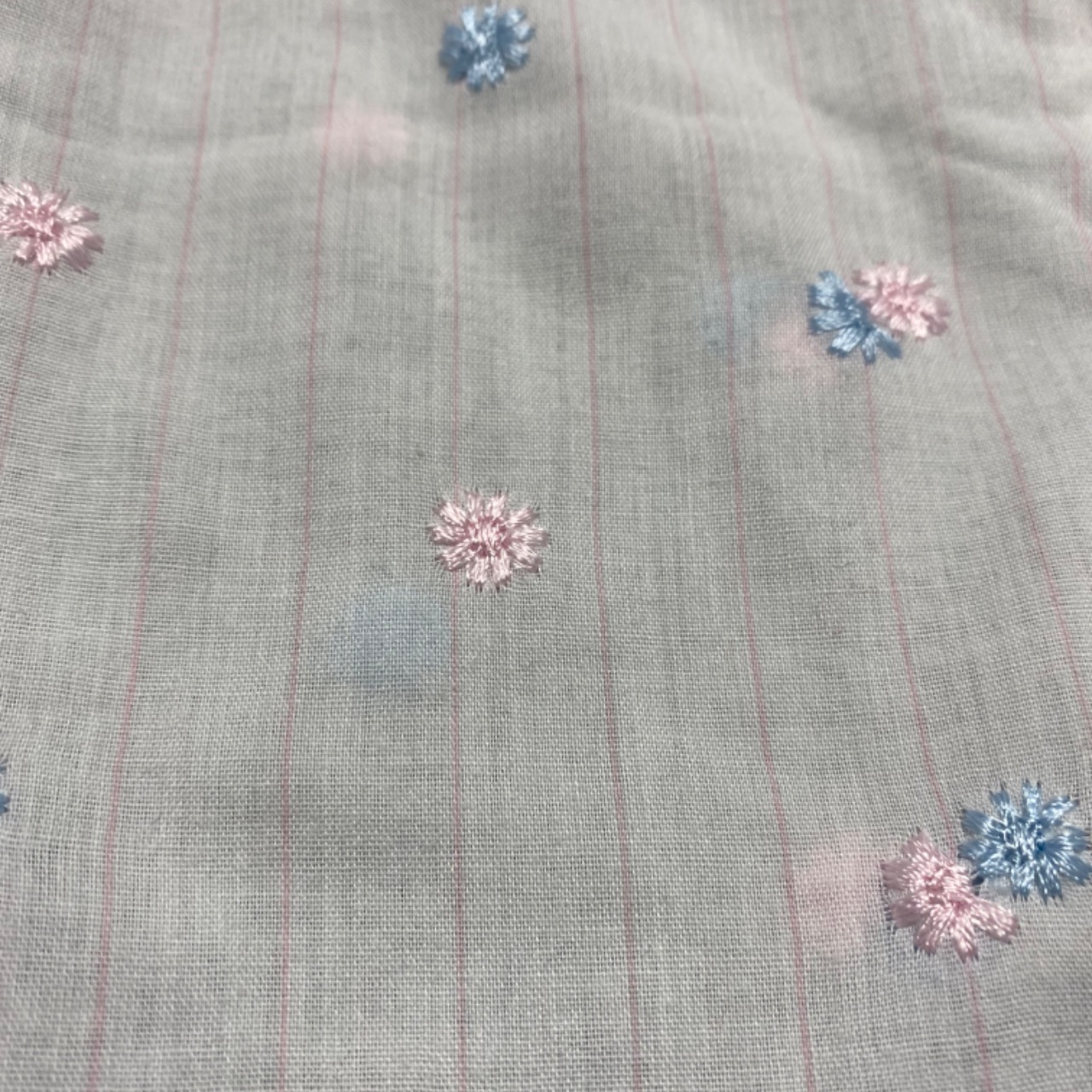 Girls VINTAGE 2 Pce NIGHTIE & BEDCOAT Size 4  White   w/ Pink & Blue Embroidered flowers MADE IN AUSTRALIA