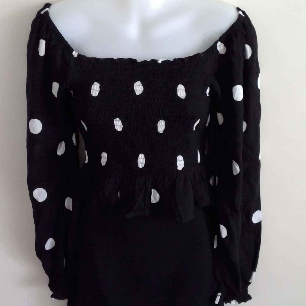 BNWT Womens CARTEL & WILLOW  PEASANT STYLE TOP Size L Long Sleeve  Black /White