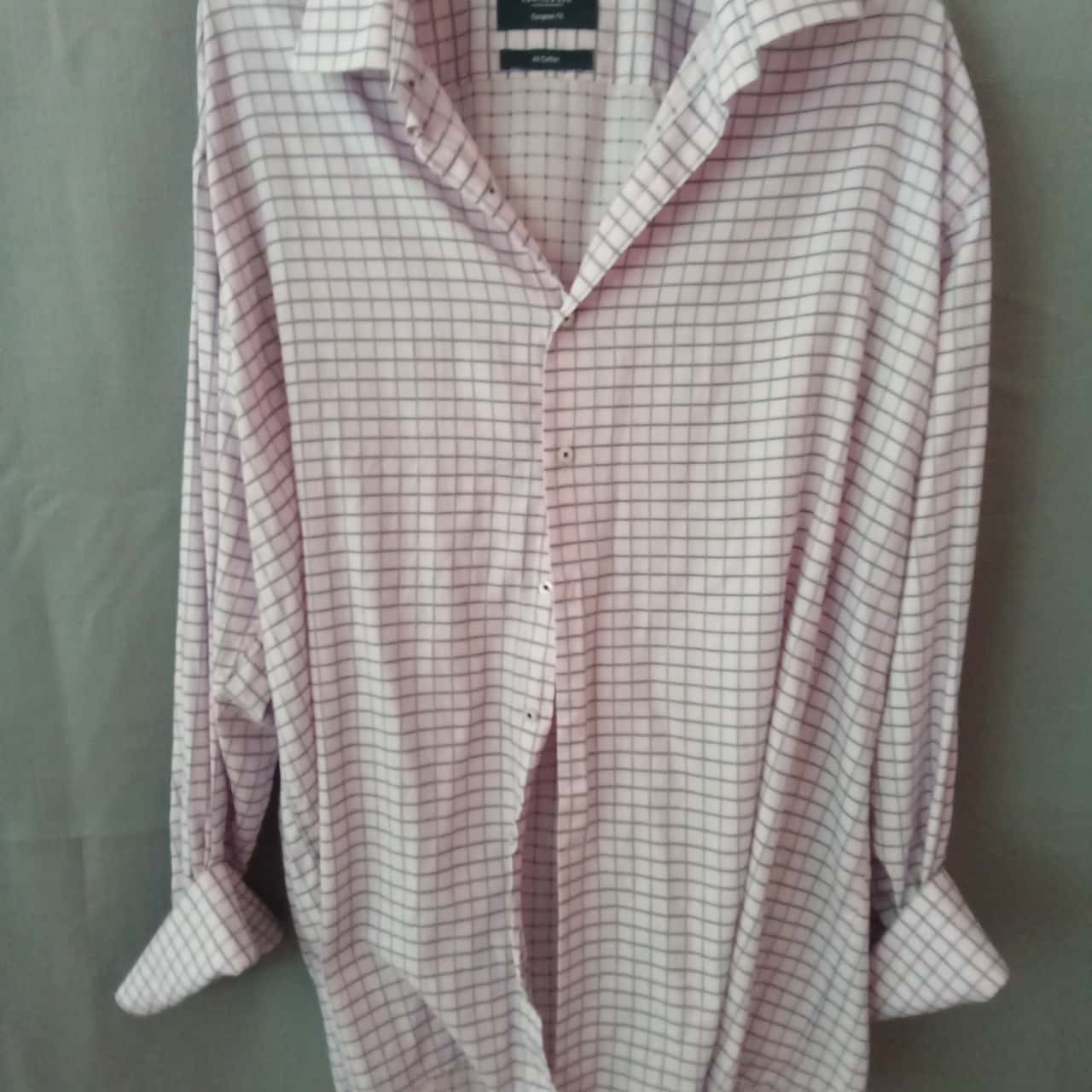REDUCED WAS $12 NOW $5 Van Heusen Mens Pink/Blue Grid Shirt Size 46 UAN