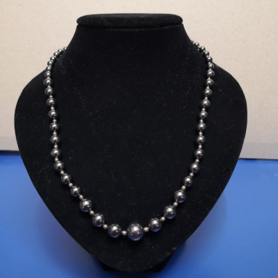 Womens Necklaces Black  Pearls