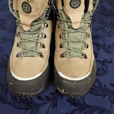 Mens  Size 10 Beige Vibram Hiking Boots