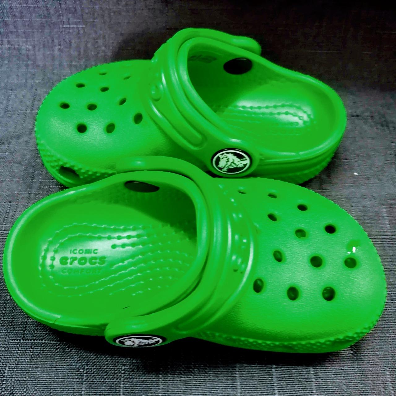 CROCS Classic Kids Clogs Green Size C 4