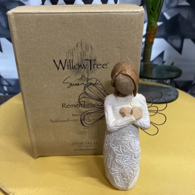 Willow tree figure Remembrance