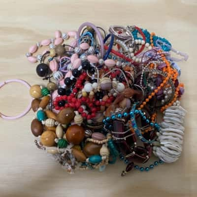 1kg Bag of Mixed Costume Jewellery/Beads